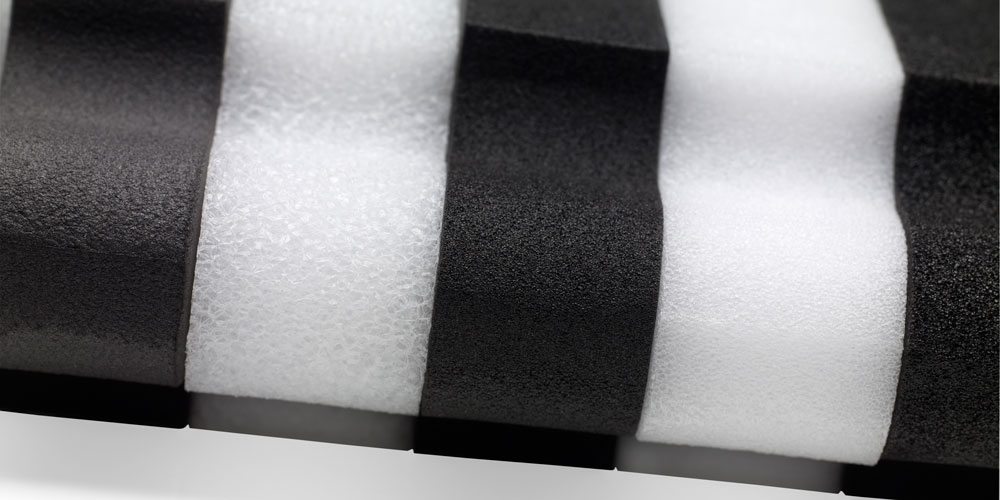 1000x500-Black-and-white-foam-close-up.jpg